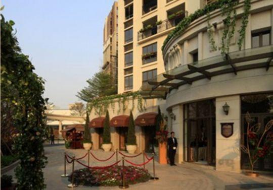 规划为14栋15层亲地小高层,围合式布局,地道法式建筑风格.图片